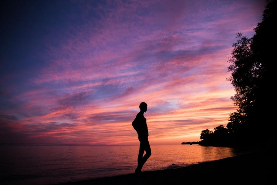 silhouette-with-pink-and-purple-sky_925x