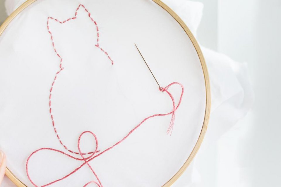 cat-shape-needle-and-thread_925x