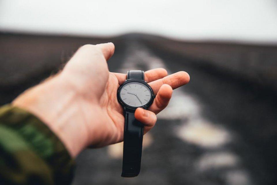 watch-held-in-hand-over-road_925x