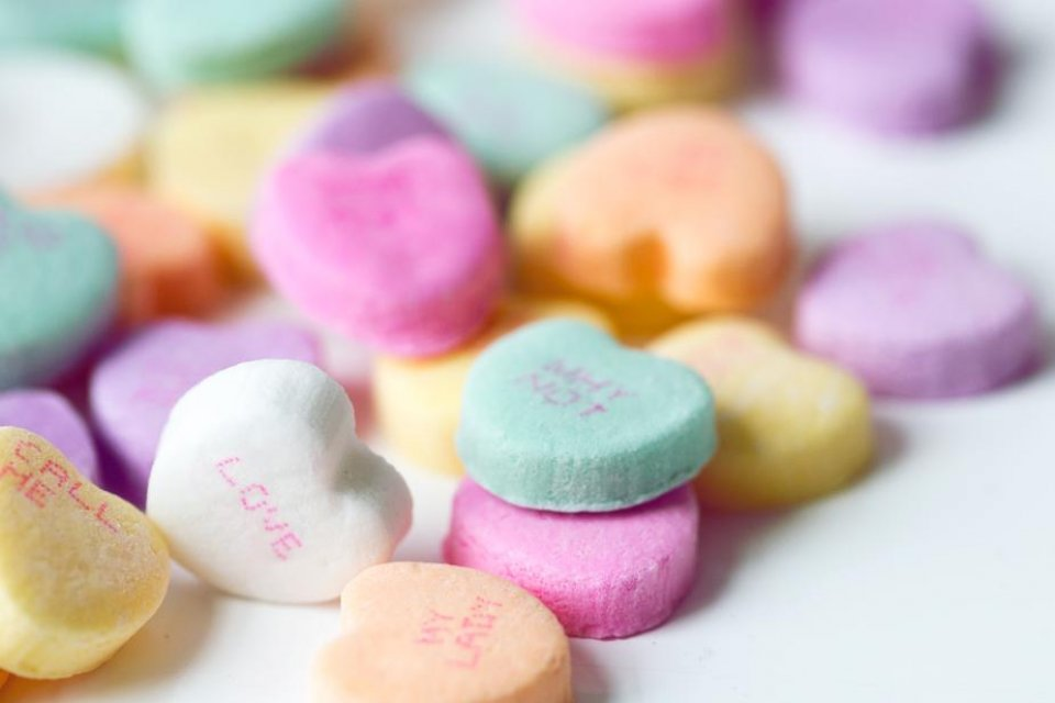 candy-hearts-close-up