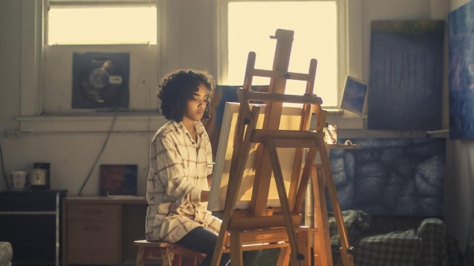 young-woman-painting